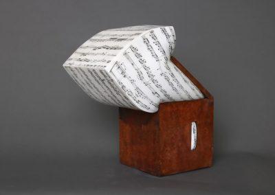 Lluìs Cera, Music box, marmo bianco di carrara e ferro, 33x20x37, 2016 (7.500)